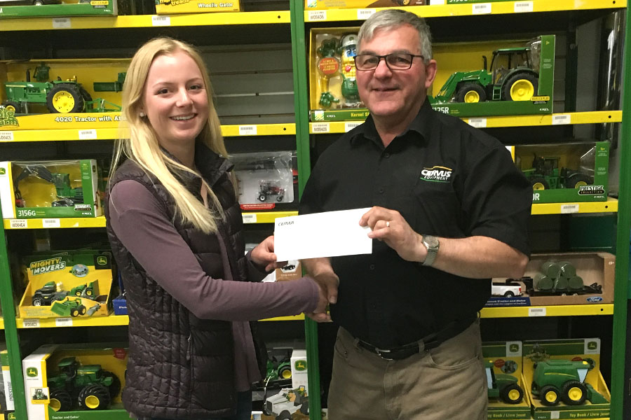 4H-sask-Amy-cheque-900x600.jpg