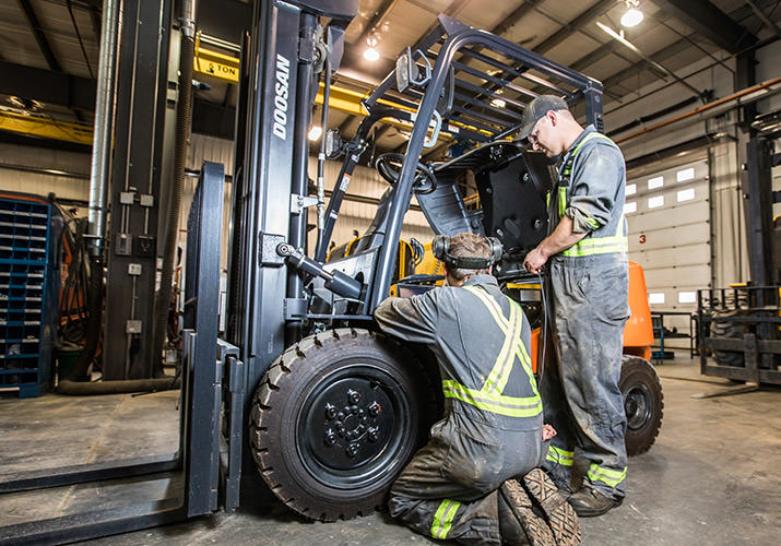 Top 4 Forklift Repair Warning Signs