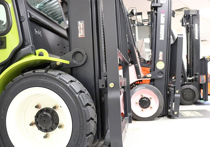 Forklift Tires: Pneumatic or Cushion?