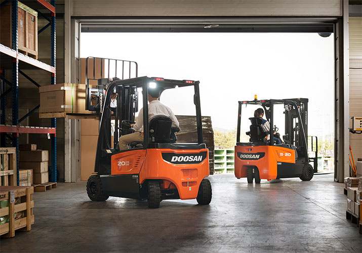 Forklifts: Rent, Buy or Lease?